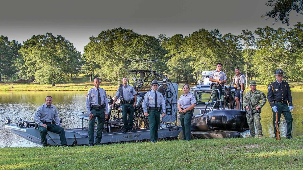 What is a game warden law enforcement division for Ga dnr fishing